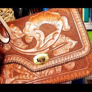 Stunning VINTAGE hand tooled leather purse